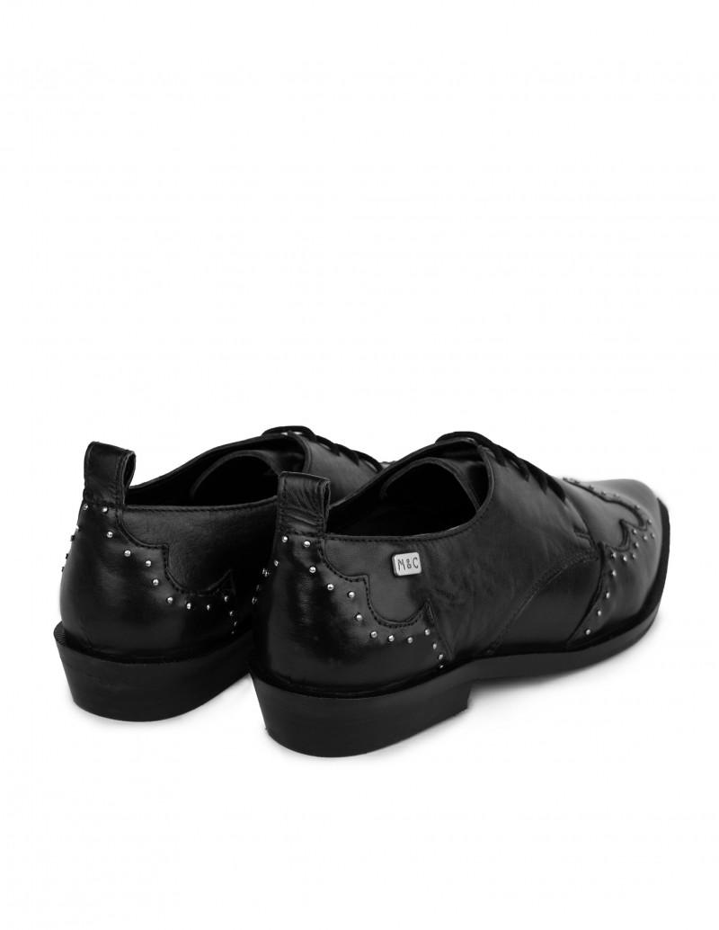 zapatos camperos negro con tachas