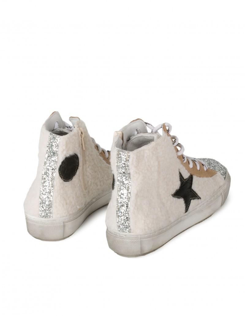 zapatillas deportivas con borreguito