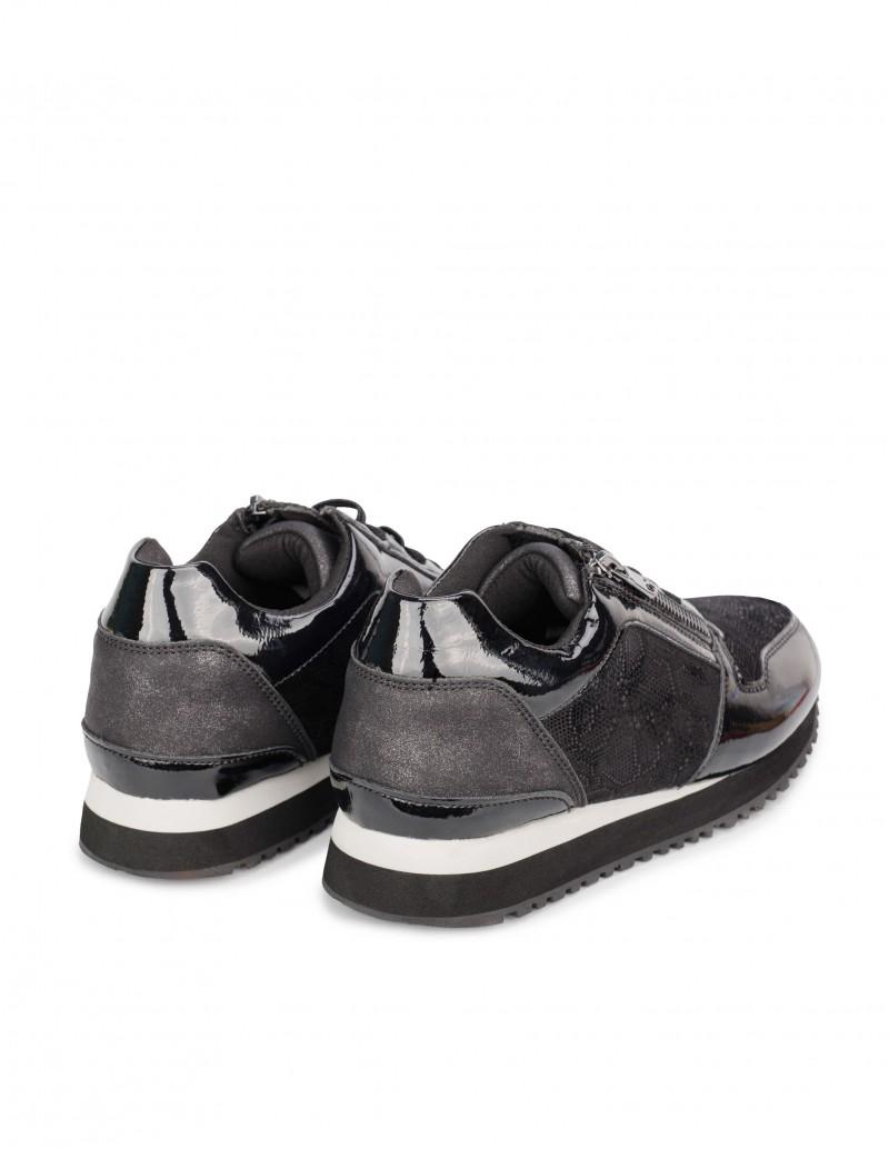 Zapatillas Negras con Cuña Baja