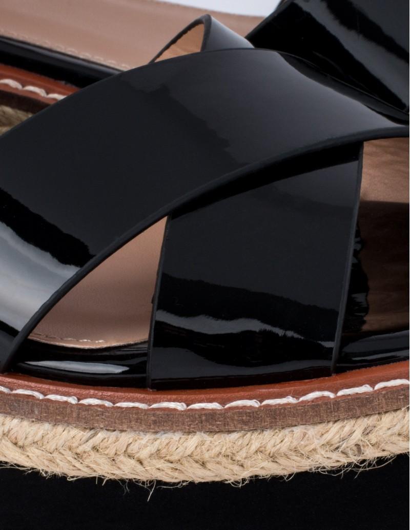 Mustang sandalias charol cuña plana